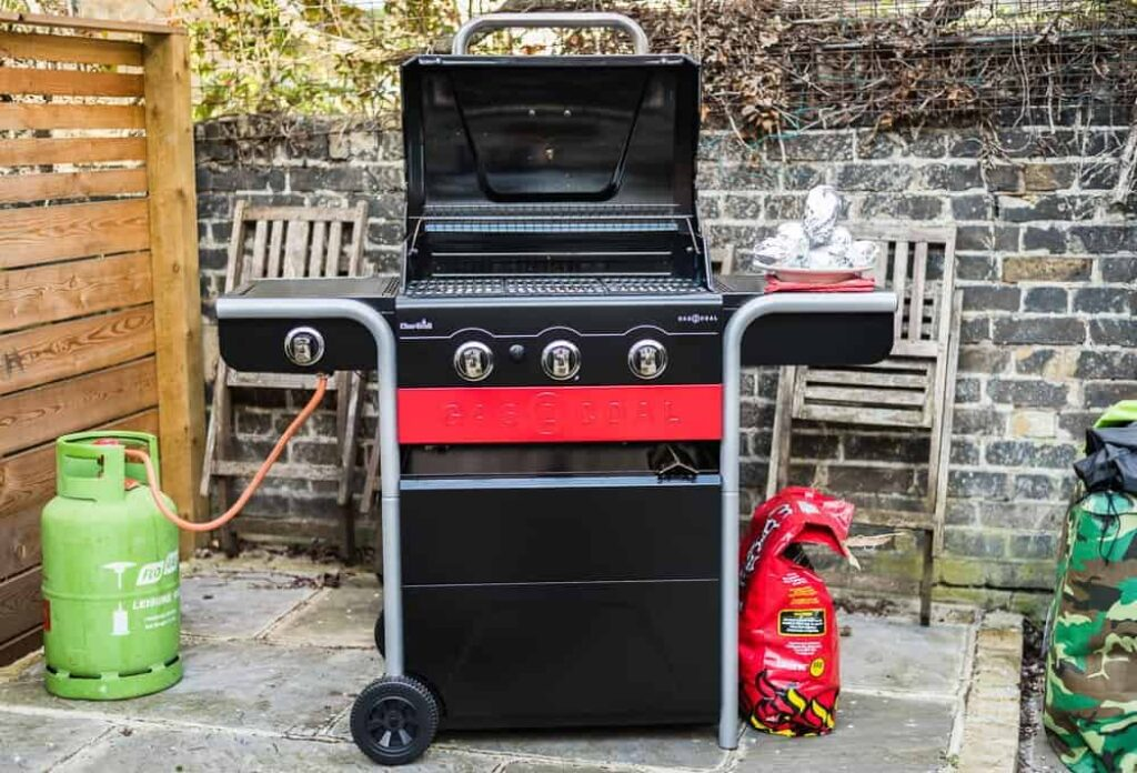 Best Gas And Charcoal Grill Combo image 3